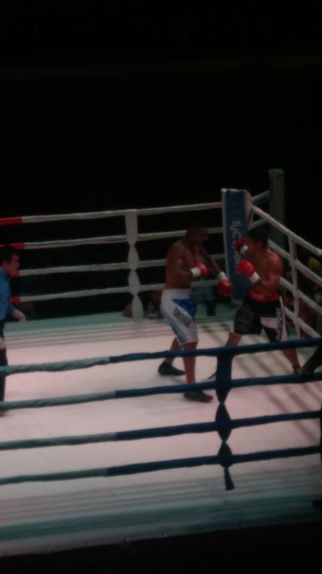 Papeschi dándole pelea a Quiroz