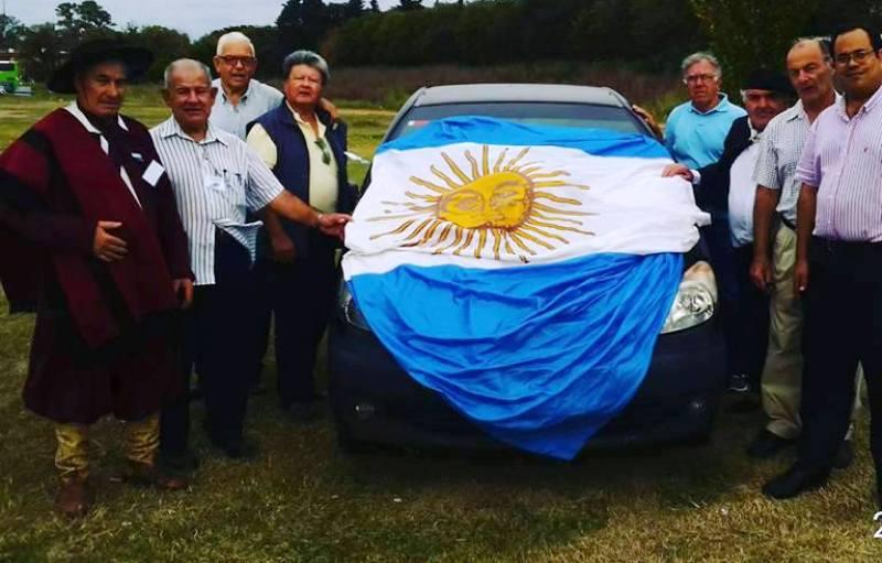 La Agrupación Izamiento del Pabellón Nacional en Plaza Belgrano, lista para desfilar con la Bandera Nacional