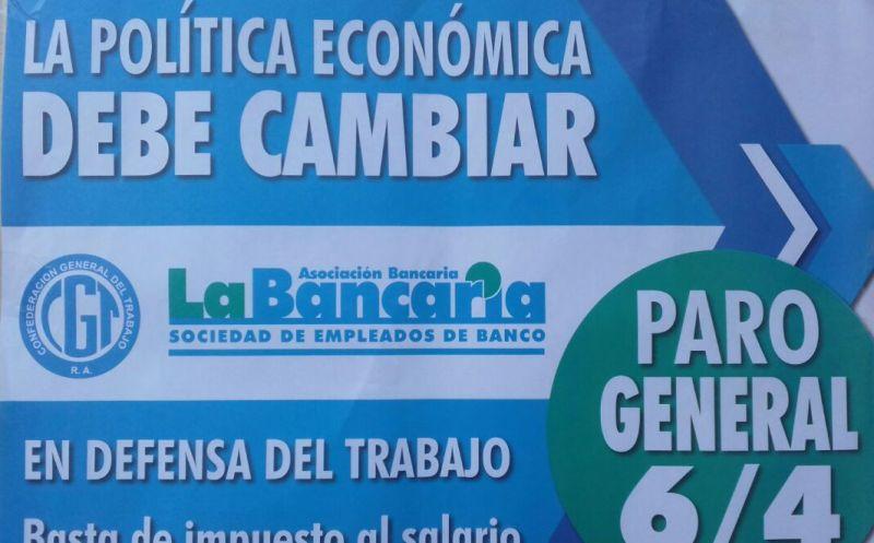 E todos los bancos de Luján, este afiche informaba el cese de actividades para este jueves.