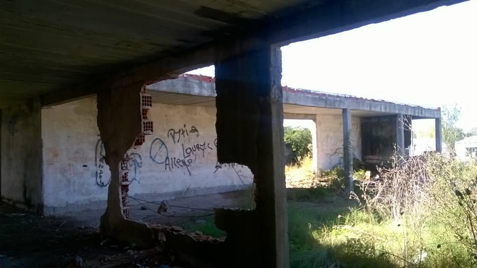 En su abandono, lo que había sido construído sufrió el vandalismo de quiénes nada hacen por sus vidas