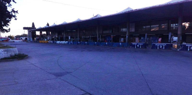 La terminal, vacía.